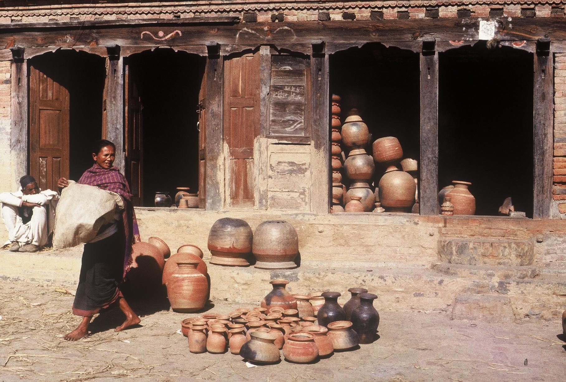 Place des potiers de Bhaktapur, Népal 1981